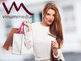 Consumidor con tarjeta de crédito. DESIGN_asier_relampagoestudio